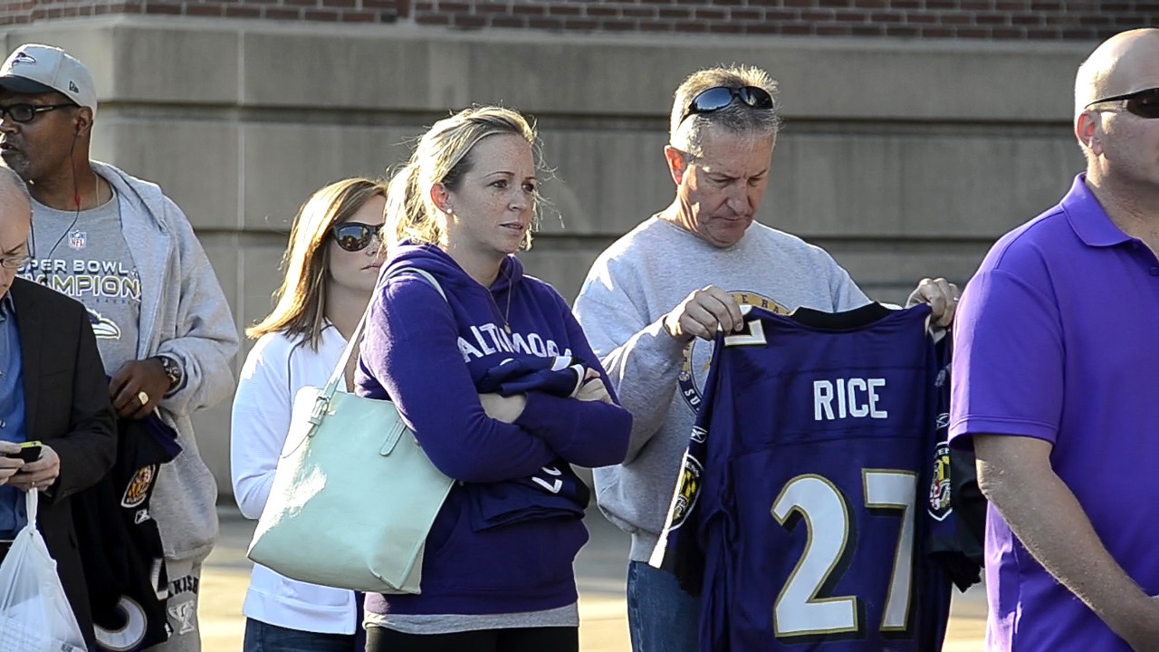 Fans line up to turn in their Ray Rice jerseys at M&T Bank Stadium ...