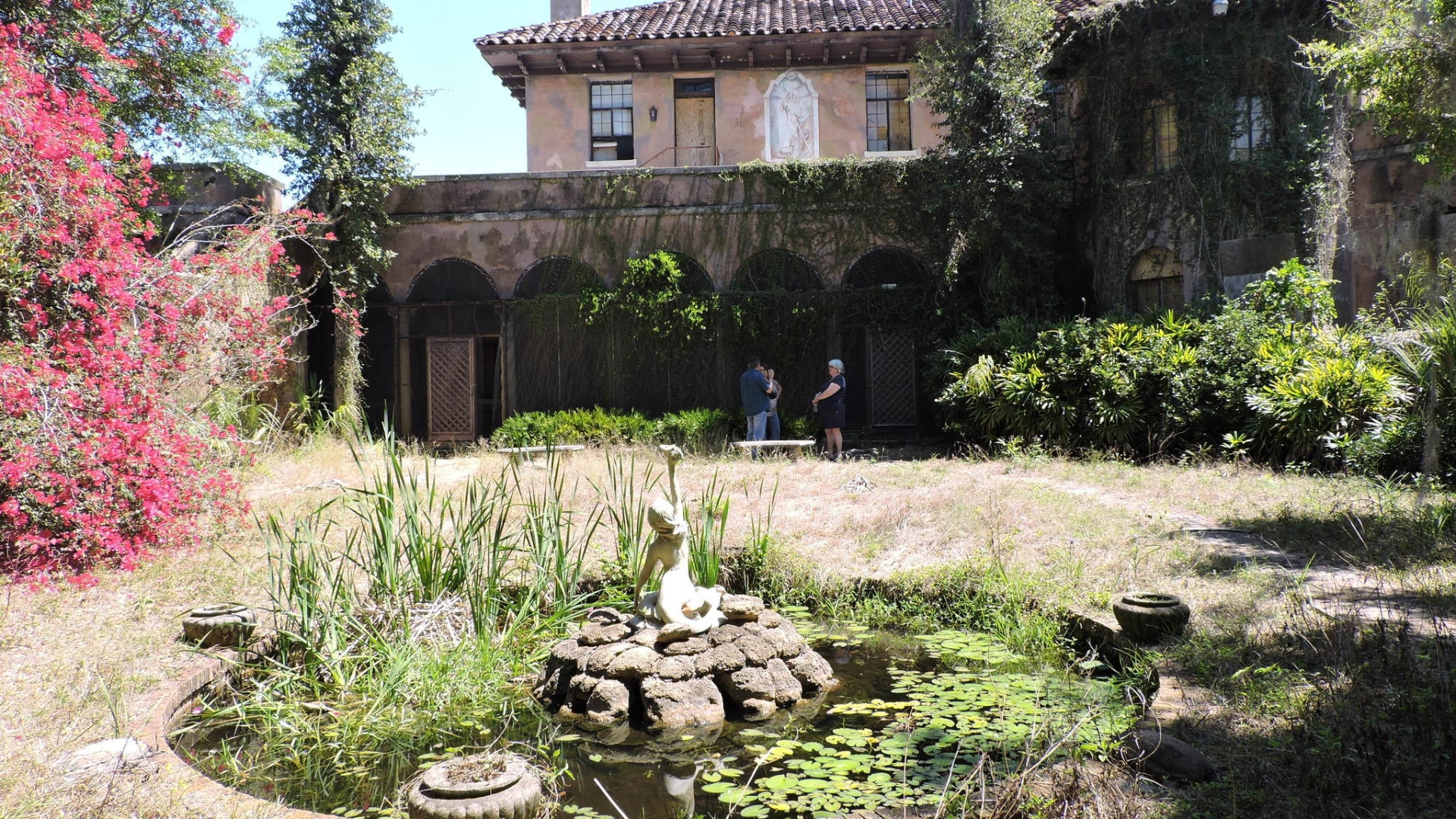 Mysterious Abandoned Howey Mansion Now Up For Sale Orlando Sentinel