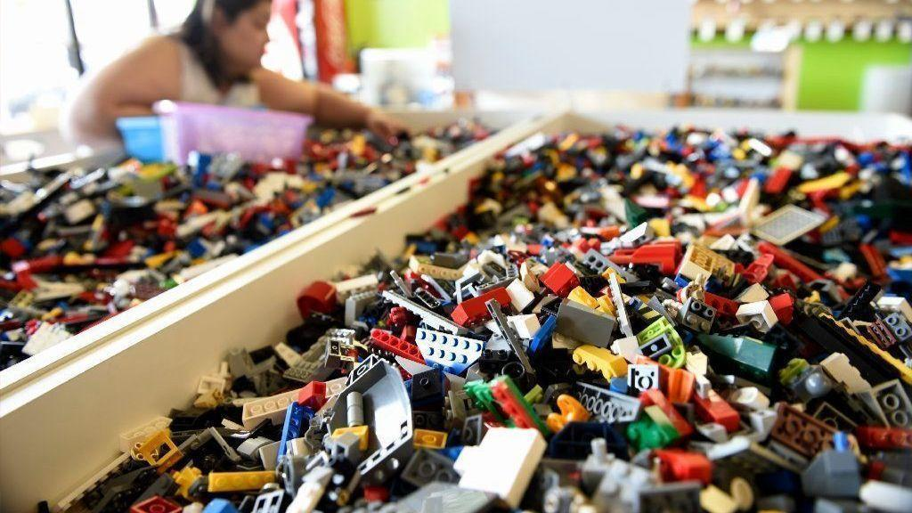 Bricks & Minifigs: Resale Heaven For LEGO Lovers - Hartford Courant
