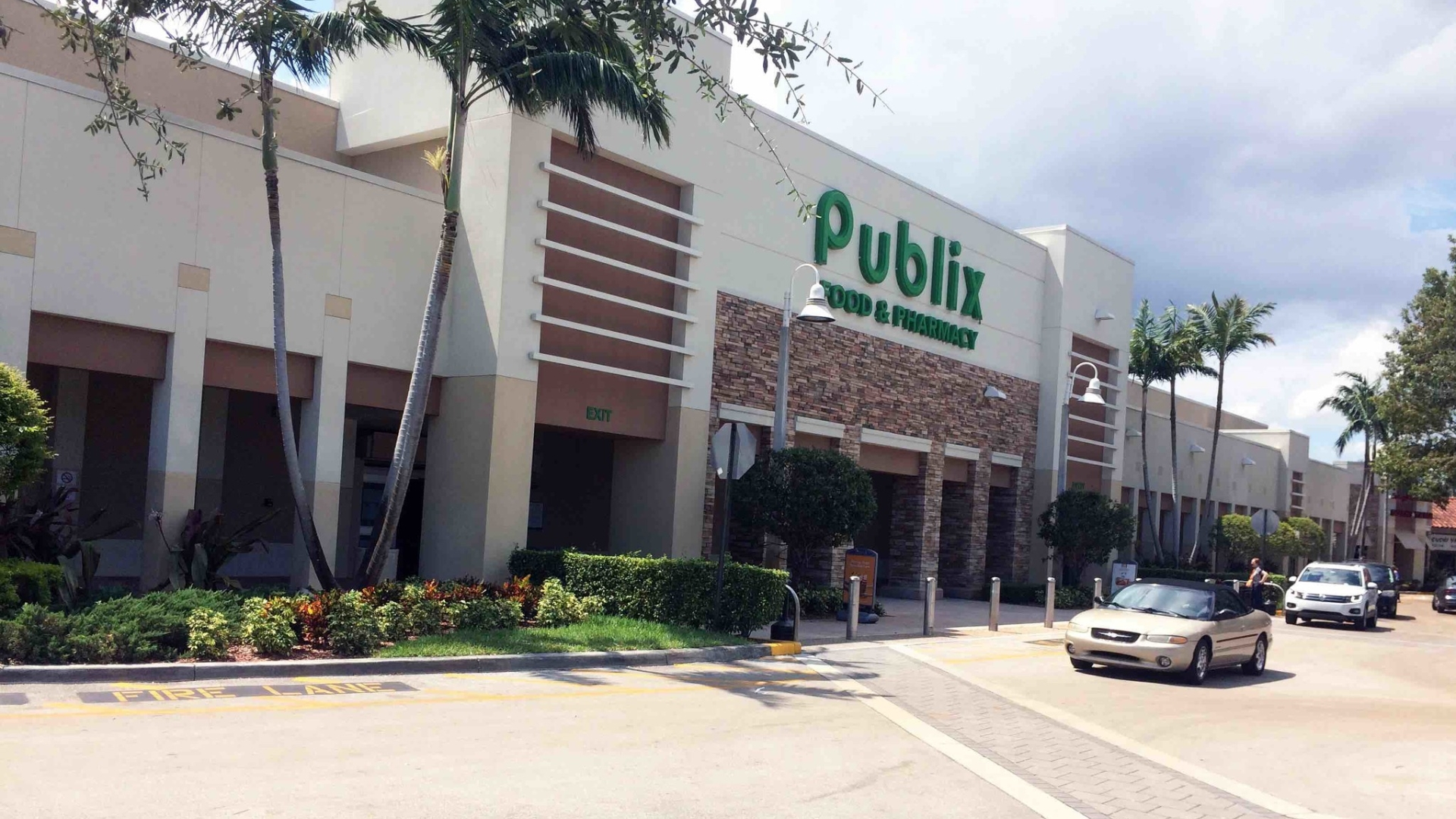 All eyes on Publix: What crisis experts have to say about a