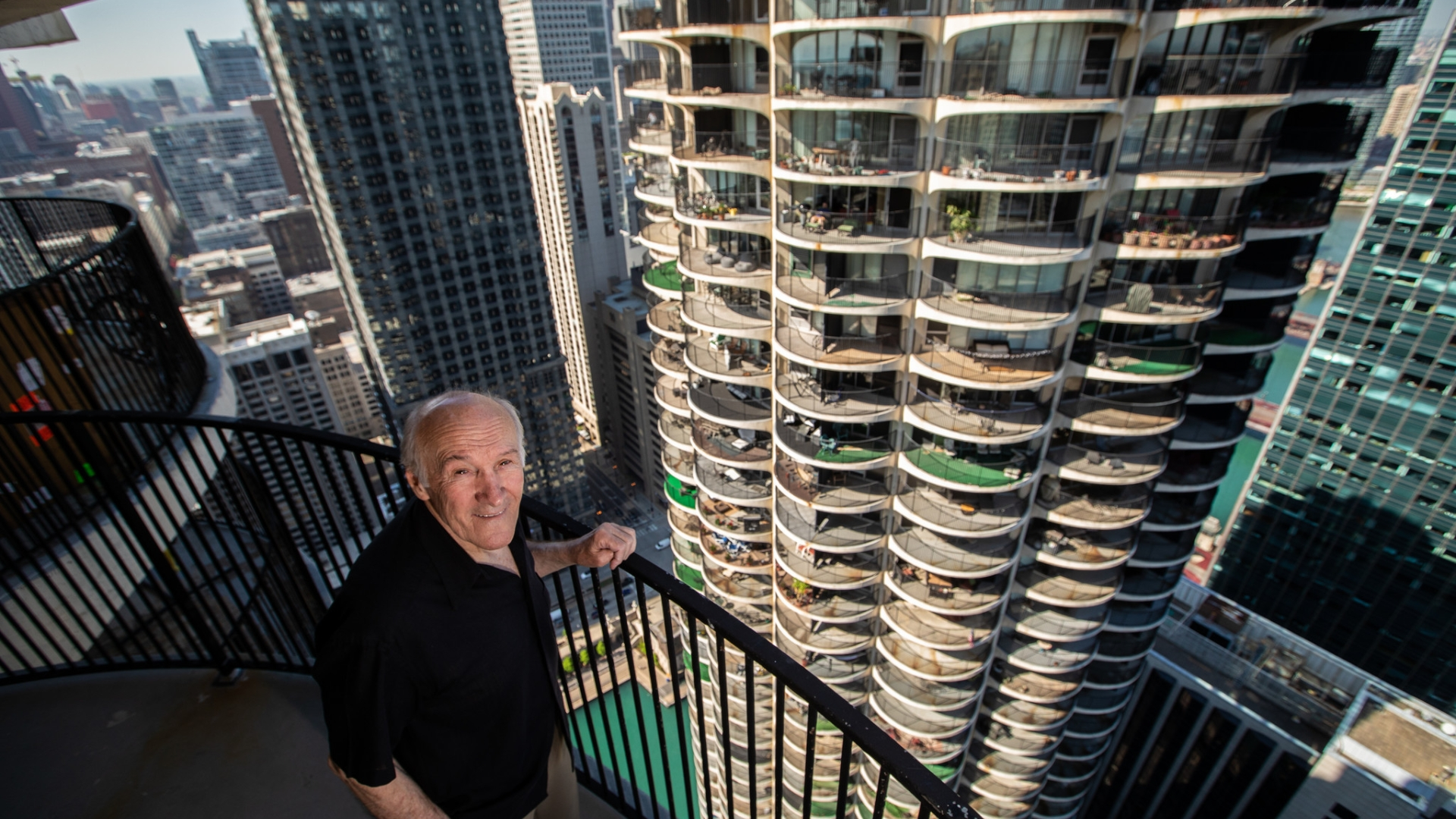 At 80, ironworker who has dangled atop Chicago's tallest