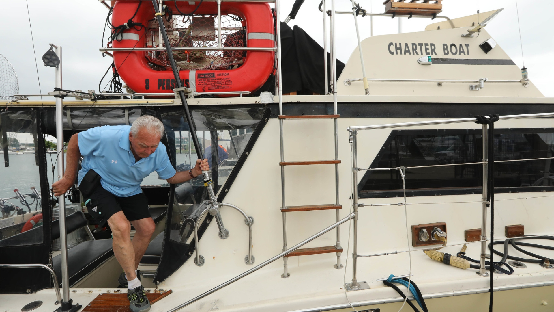 Coast Guard warns of illegal charter boats in Chicago: 'They're