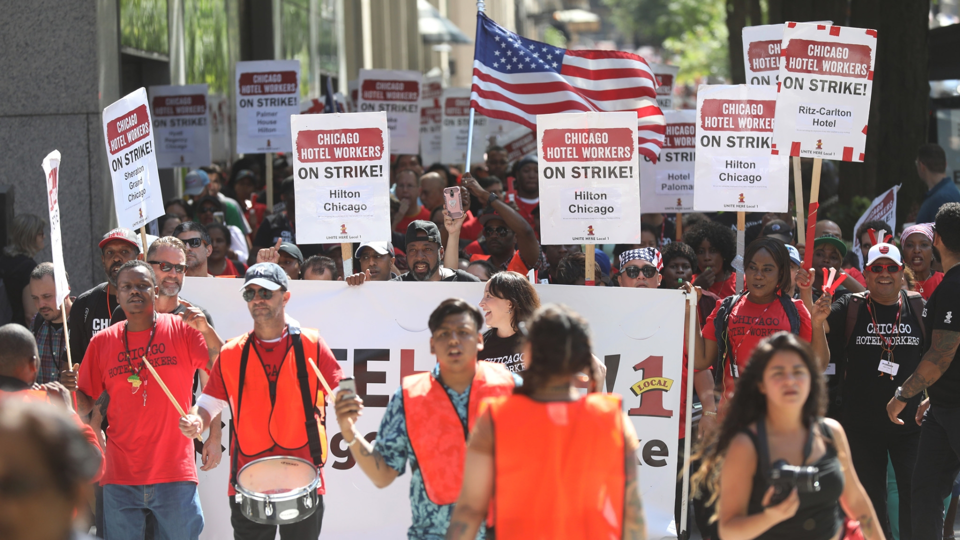 One week into Chicago hotel worker strike, talks continue but no end