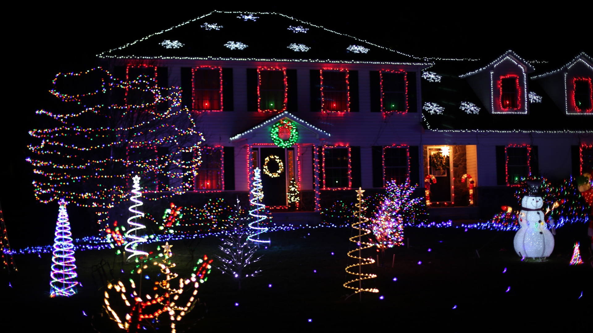 Christmas Tree Lights Houses Neighborhoods Las Vegas 2020 The 12 Houses of Christmas: A new Lehigh Valley holiday lights