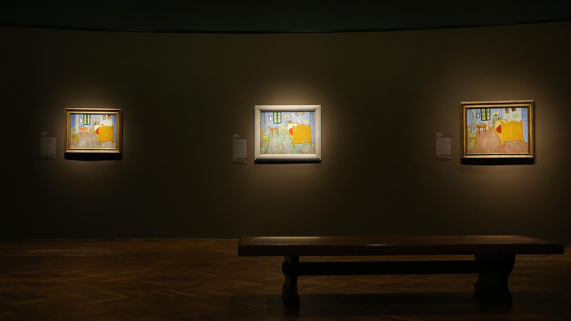 Van Gogh S Bedrooms At Art Institute Show Artist S Quest